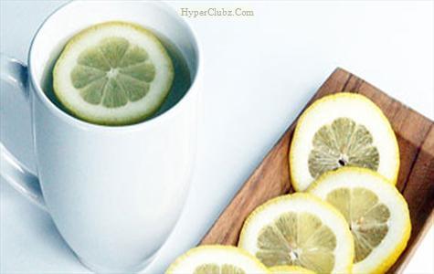 ۱۰ معجزه نوشیدن آب گرم همراه این میوه